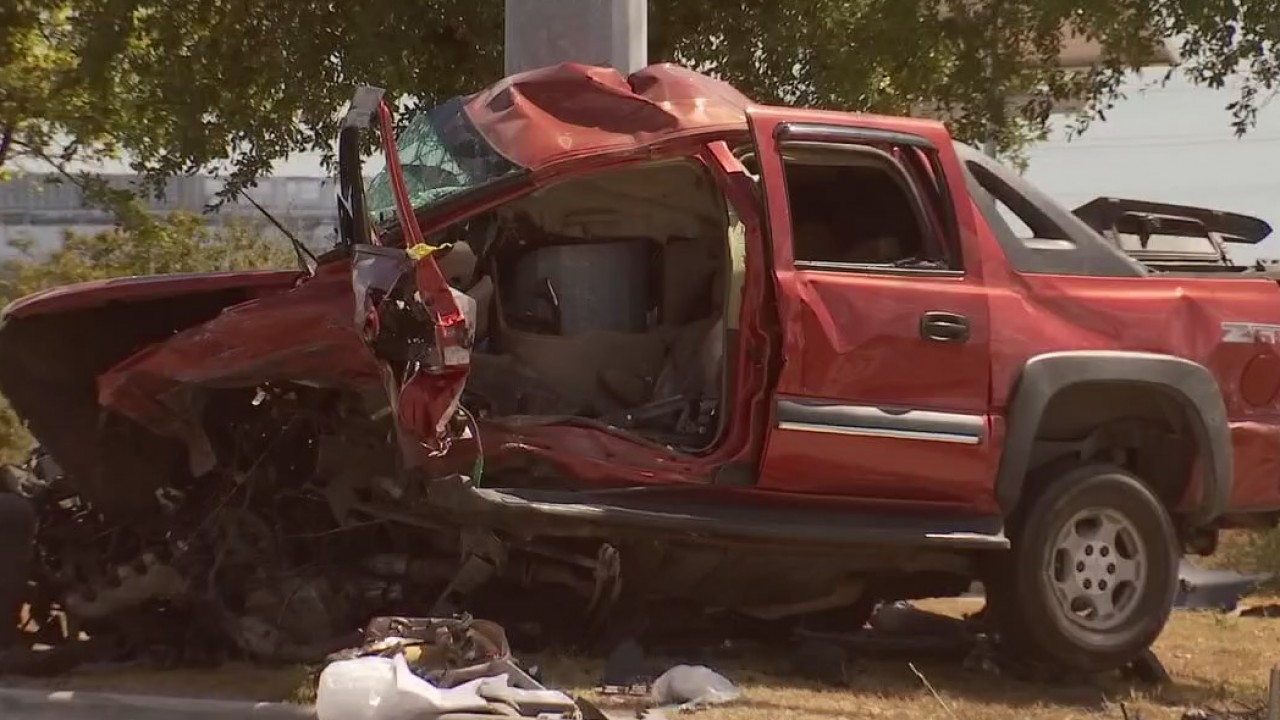 One dead, two injured following crash in Northeast Austin